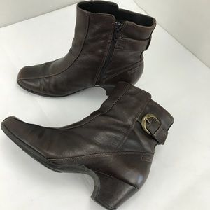 Clarks active air brown leather booties